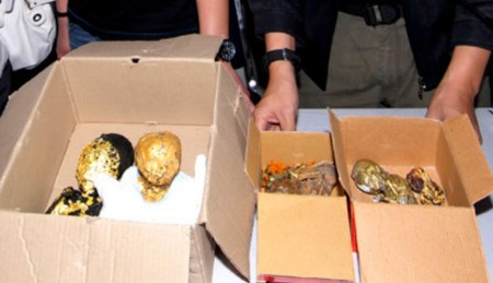"""Thai police show the remains of six foetuses wrapped in gold leaf """