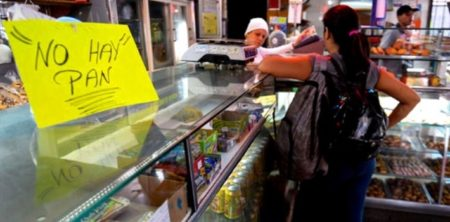 2016-08-21-venezuelan-government-superficially-solves-food-shortages-by-banning-bread-lines